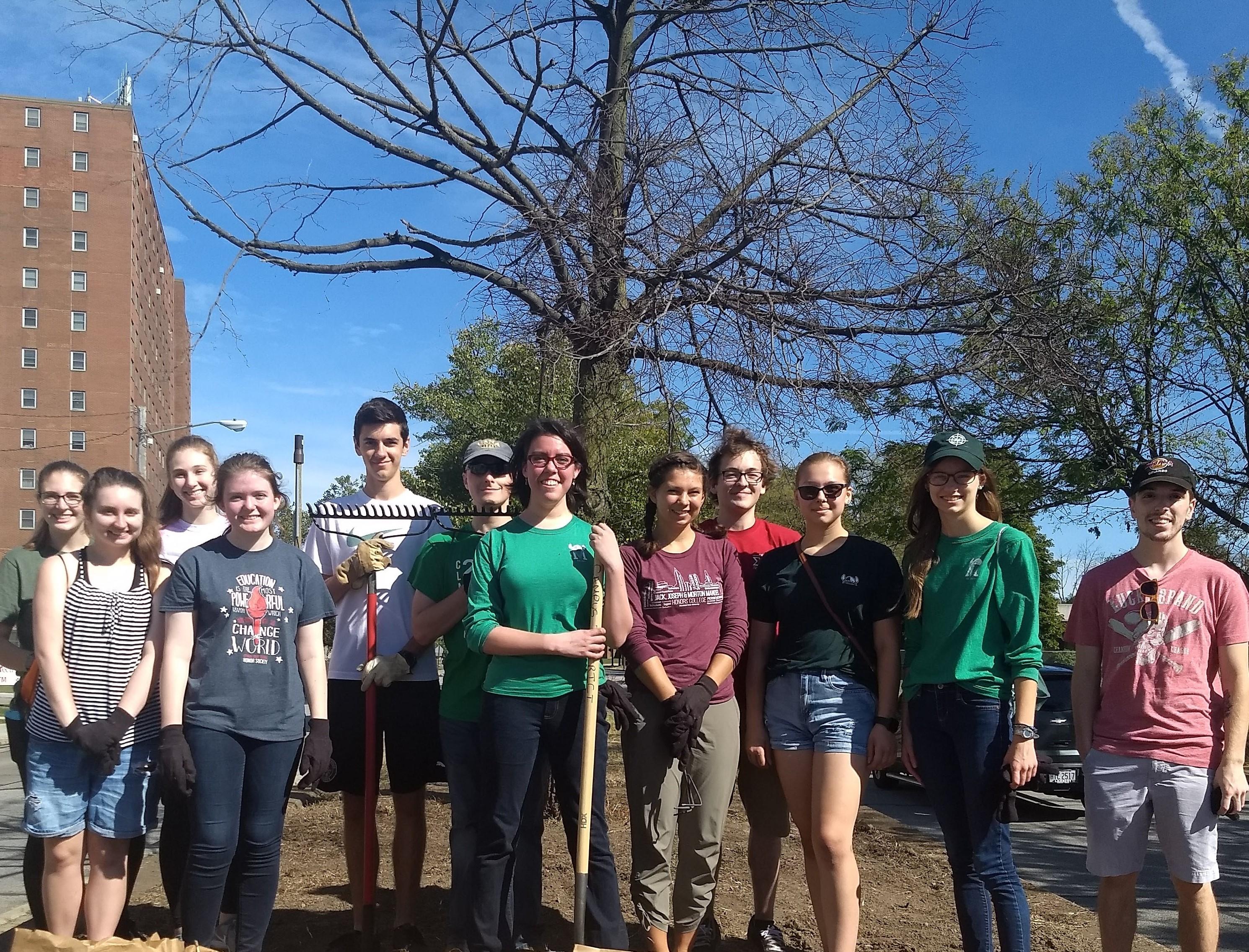 Mandel Vikes students cdoing community service